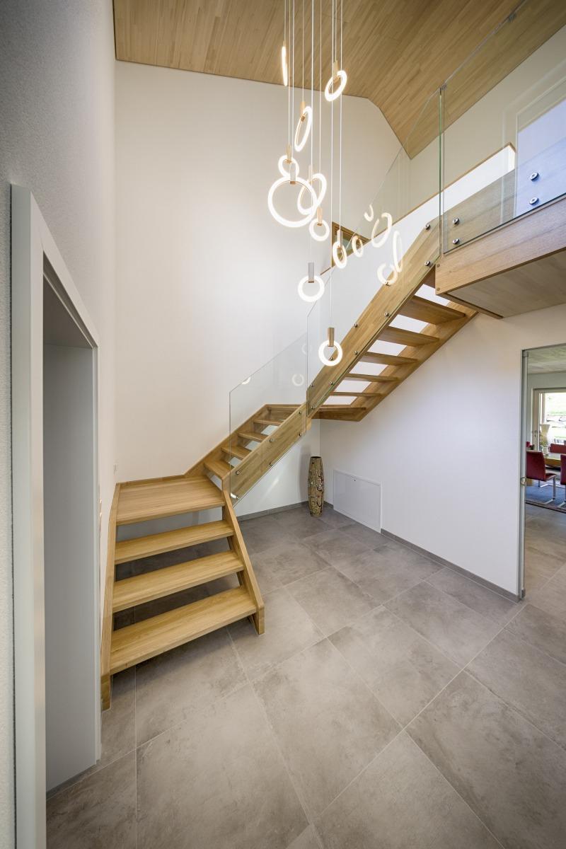 HolzHaus-Innen-Treppe-Mutter