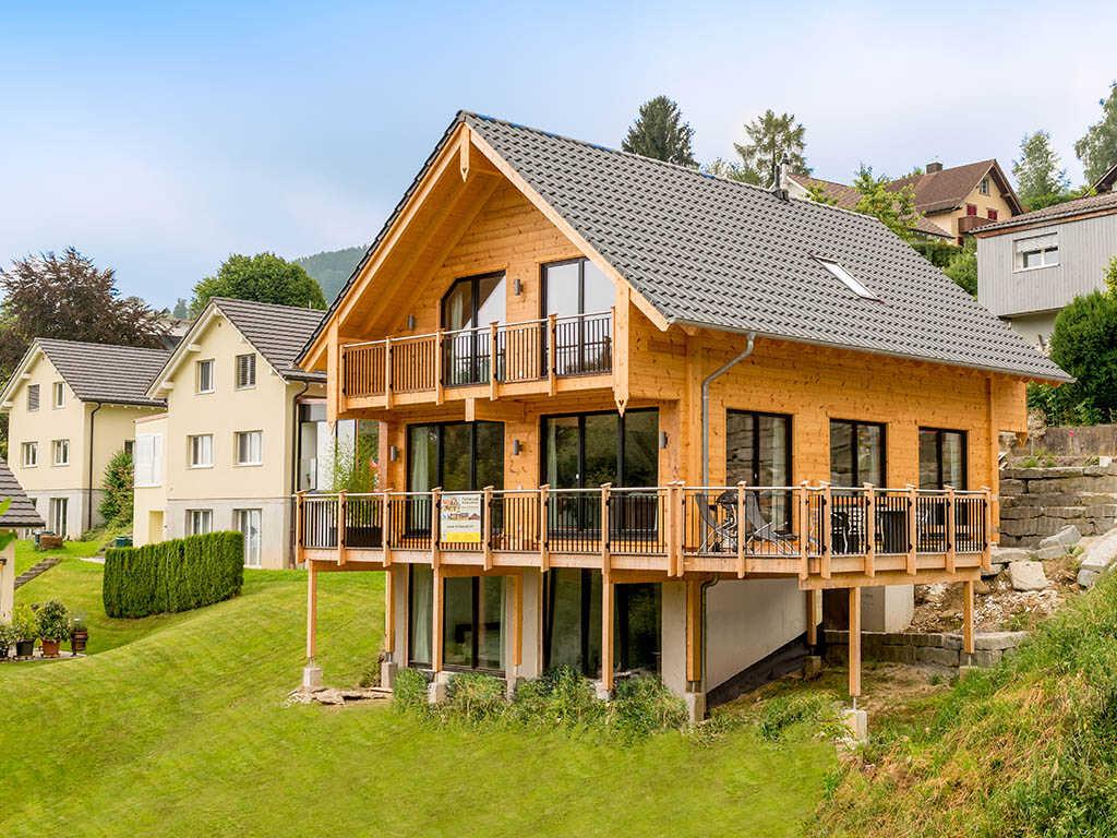 """FULLWOOD-Wohnblockhaus Musterhaus """"am Bächli""""  in Wolfhalden Schweiz"""