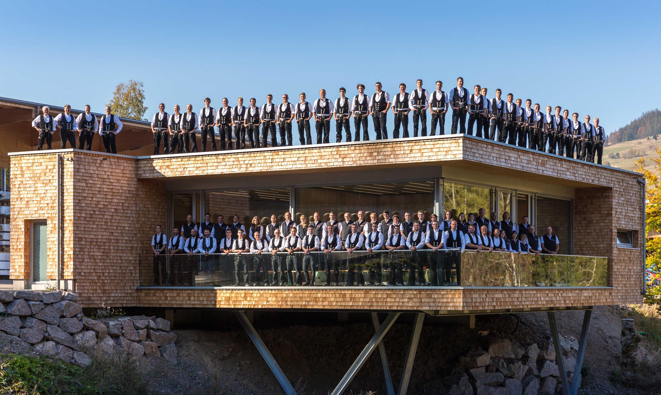 2018Q-Mannschaft Pavillon nah 1